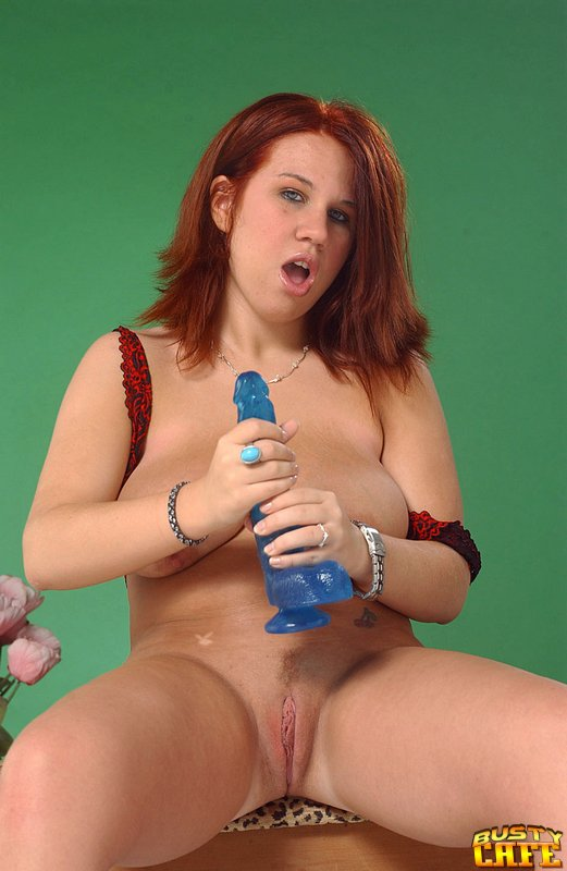 Isabell ice drinking piss